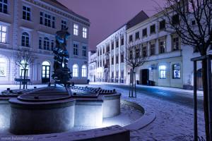 Noční foto Znojma v zimě